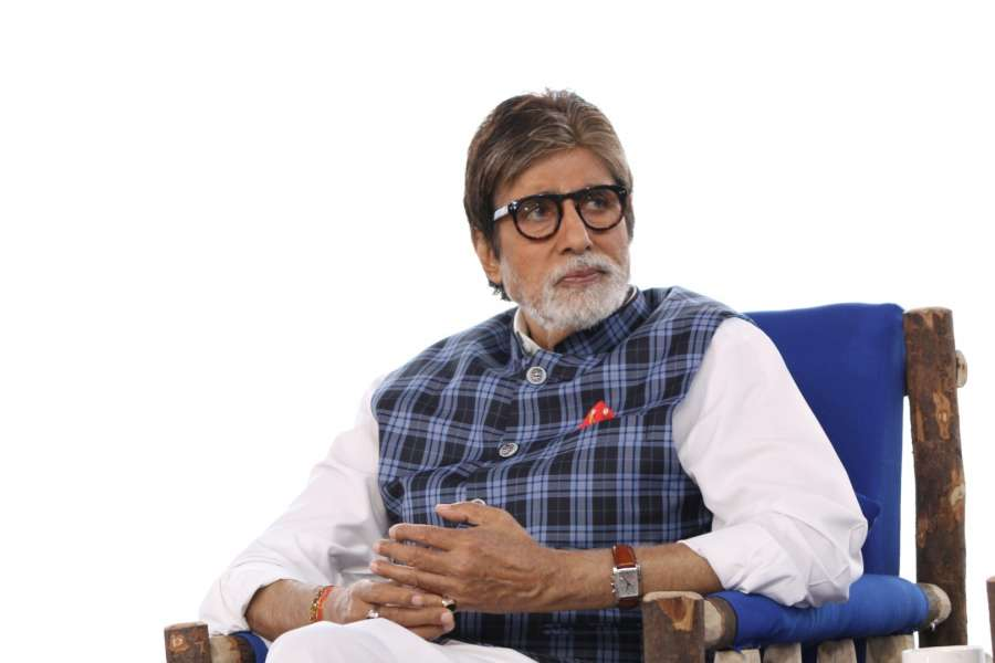 Mumbai: Actor Amitabh Bachchan during the NDTV Dettol Banega Swachh India cleanliness drive at Juhu Beach, in Mumbai on Oct. 2, 2016. (Photo: IANS)
