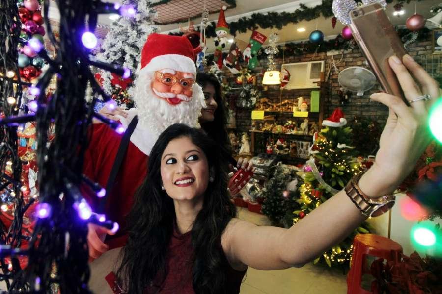 Chennai: Shops decked up ahead of Christmas in Chennai on Dec 22, 2016. (Photo: IANS