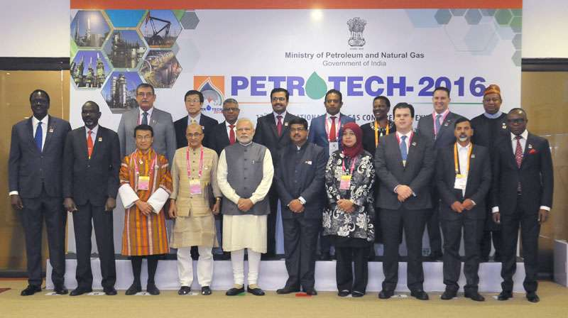 The Prime Minister, Shri Narendra Modi in a group photograph at the PETROTECH-2016: 12th International Oil & Gas Conference and Exhibition, in New Delhi on December 05, 2016. The Minister of State for Petroleum and Natural Gas (Independent Charge), Shri Dharmendra Pradhan is also seen.