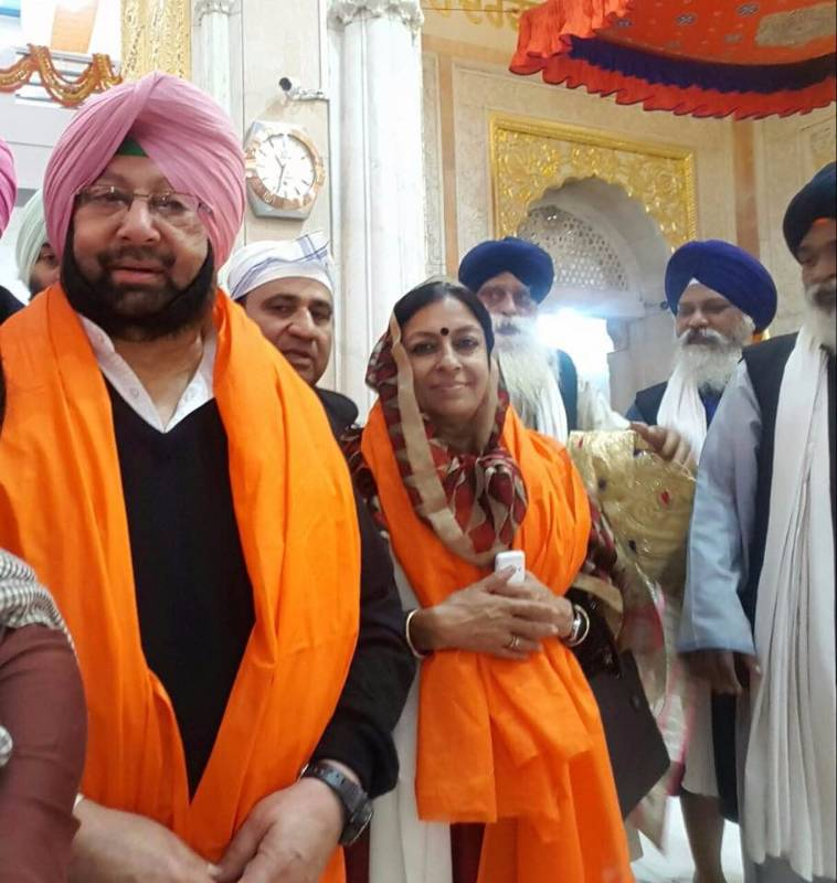 Patna: Punjab Congress chief Captain Amarinder Singh pays obeisance at Takht Sri Patna Sahib on the 350th birth anniversary celebrations of Guru Gobind Singh on Jan 3, 2017. (Photo: IANS) by .