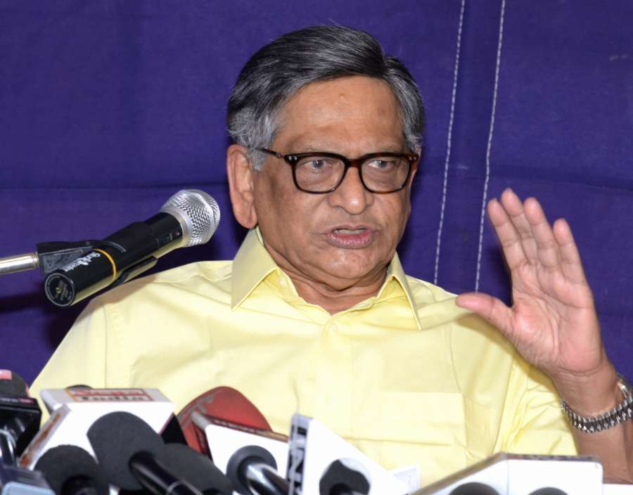 Bengaluru: Congress leader and former Karnataka Chief Minister S M Krishna addresses a press conference in Bengaluru, on Jan 29, 2017. (Photo: IANS) by .