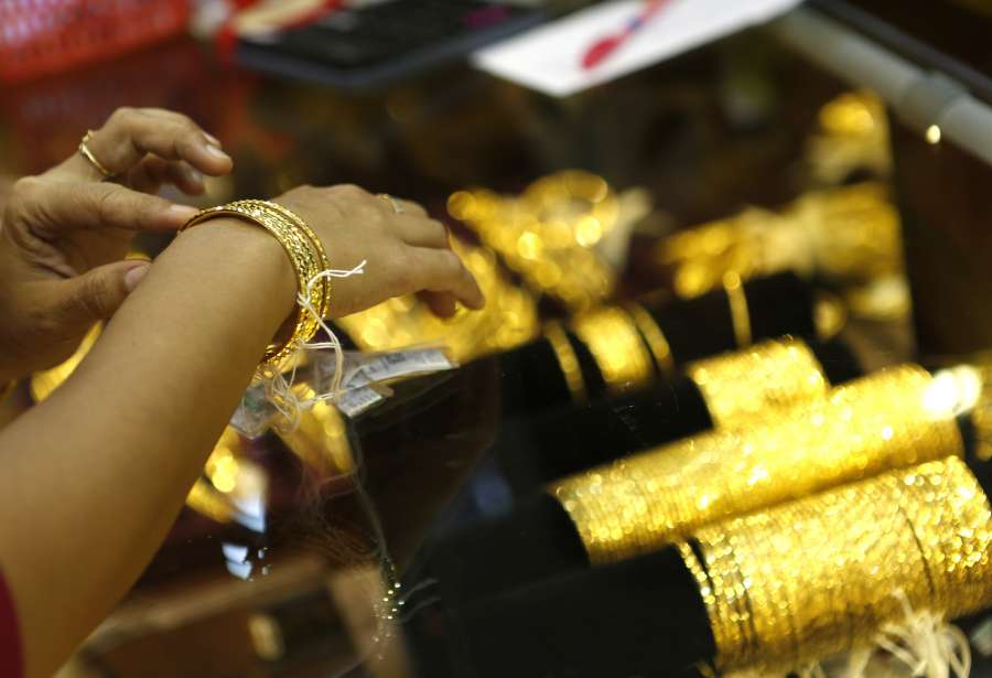 (WORLD SECTION) MYANMAR-YANGON-GOLD PRICE-RISE by .