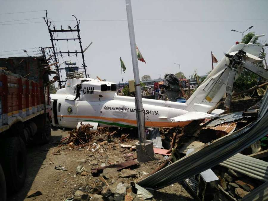 Latur: The chopper carrying Maharashtra Chief Minister Devendra Fadnavis and his team that crash-landed in Latur of Maharashtra on May 25, 2017. (Photo: IANS) by .
