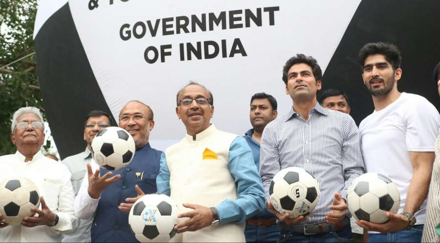 New Delhi: Minister of State for Youth Affairs and Sports (I/C), Water Resources, River Development and Ganga Rejuvenation Vijay Goel, Manipur Chief Minister N Biren Singh, former India cricketer Mohammad Kaif and Indian professional boxer Vijender Singh at the installation of a big size Football Balloon in the park of Inner Circle of Connaught Place to promote the FIFA Under-17 World Cup in New Delhi on May 19, 2017. (Photo: IANS) by .