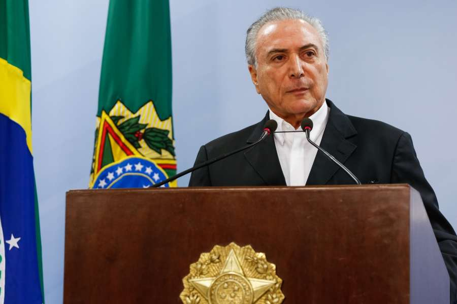 BRASILIA, May 21, 2017 (Xinhua) -- Photo provided by the Presidency of Brazil shows Brazilian President Michel Temer delivering a speech to the nation in Brasilia, Brazil, on May 20, 2017. Brazilian President Michel Temer on Saturday demanded that the Supreme Court (STF) investigation against him be dropped and claimed that an audio recording implicating him in bribery had been doctored. (Xinhua/Marcos Correa/Brazilian Presidency/IANS) by .