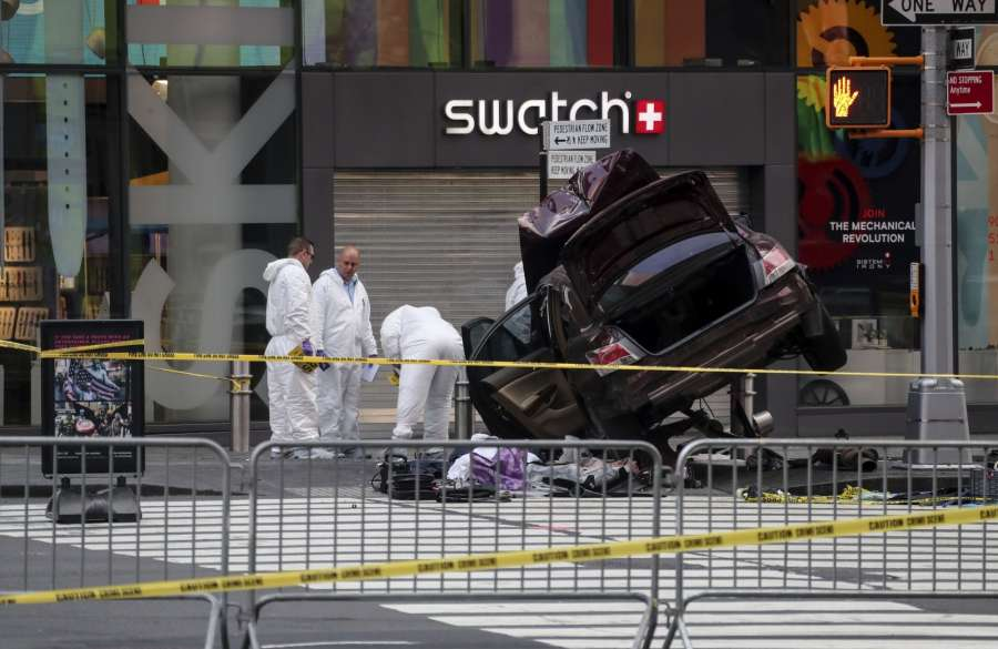 NEW YORK, May 18, 2017 (Xinhua) -- Investigators work on the scene of a car crash incident at Times Square in New York City, the United States, on May 18, 2017. The man who drove a car into a crowd in Times Square on Thursday was in custody, in which one was killed and 22 others injured, New York's mayor said. (Xinhua/Wang Ying/IANS) by .