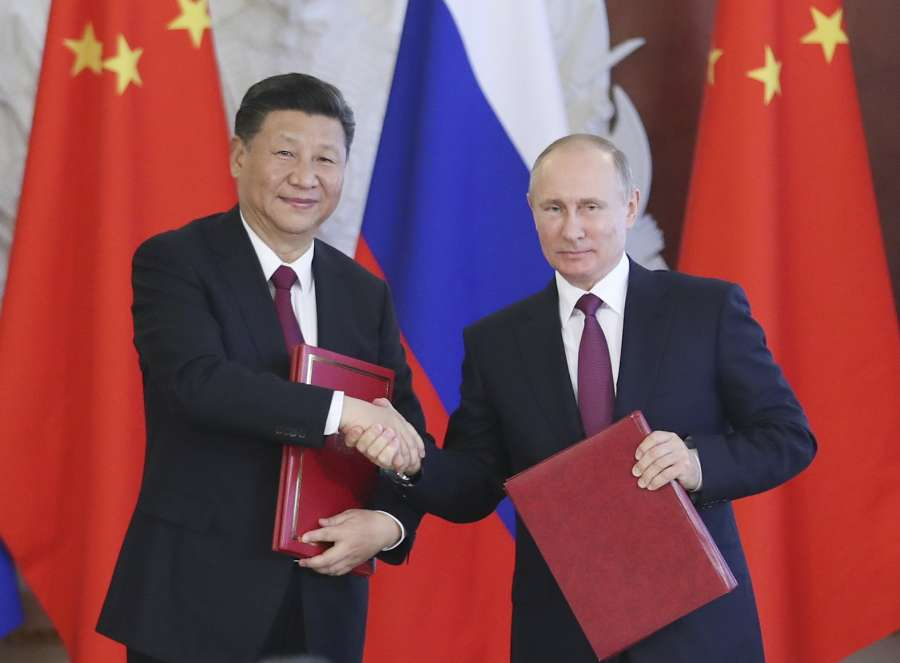 MOSCOW, July 4, 2017 (Xinhua) -- Chinese President Xi Jinping and his Russian counterpart Vladimir Putin attend a signing ceremony after their talks in Moscow, Russia, July 4, 2017. (Xinhua/Xie Huanchi/IANS) by .