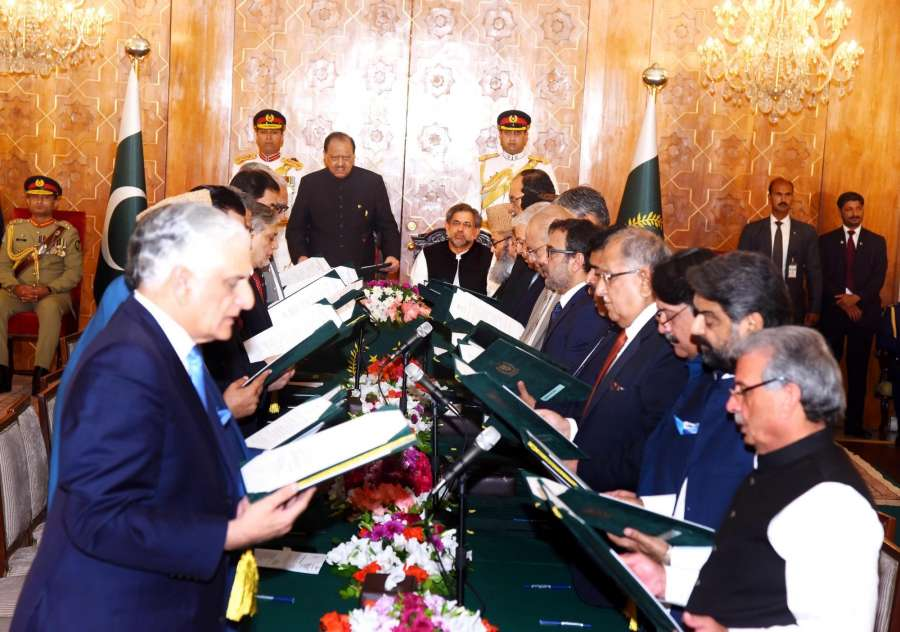 ISLAMABAD, Aug. 4, 2017 (Xinhua) -- Photo released by Pakistan's Press Information Department (PID) on Aug. 4, 2017 shows federal ministers of Pakistan's new cabinet being sworn in by Pakistani President Mamnoon Hussain during a sworn-in ceremony at President House in Islamabad, capital of Pakistan. Pakistan's new cabinet of Prime Minister Shahid Khaqan Abbasi was sworn in at an oath-taking ceremony at the Presidency in Islamabad on Friday. (Xinhua/PID/IANS) by .