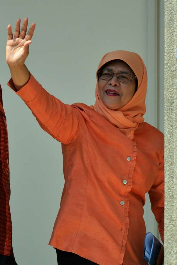 SINGAPORE, Sept. 13, 2017 (Xinhua) -- Former Speaker of Parliament Halimah Yacob greets her supporters at the People's Association headquarters in Singapore on Sept 13, 2017. Halimah Yacob was declared Singapore's eighth president and the first female one on the nomination day. (Xinhua/Then Chih Wey/IANS) by .