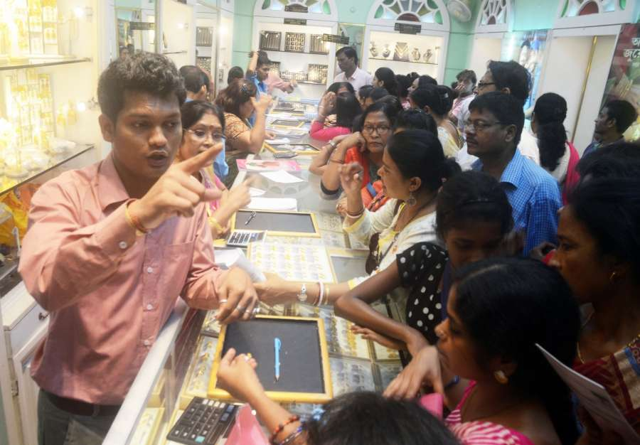 New Delhi: People busy buying jewellery on 'Dhanteras' in Kolkata on Oct 17, 2017. (Photo: IANS) by .