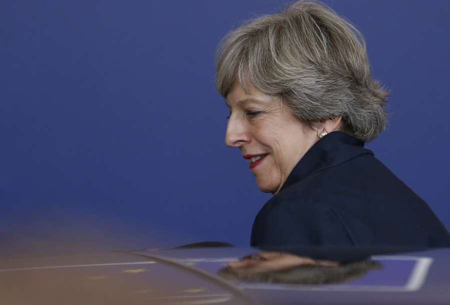 BRUSSELS, Oct. 20, 2017 (Xinhua) -- British Prime Minister Theresa May leaves the EU headquarters after the first day of the two-day EU summit in Brussels, Belgium, early Oct. 20, 2017. The EU summit kicked off in Brussels on Thursday, discussing issues related to migration, digital single market, defense and Brexit. (Xinhua/Ye Pingfan/IANS) by .
