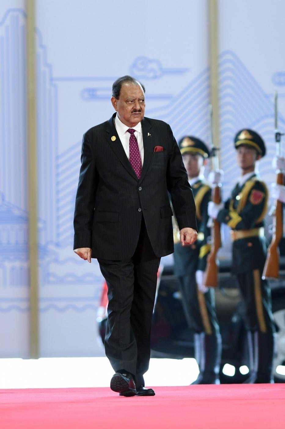 QINGDAO, June 10, 2018(Xinhua) -- Pakistani President Mamnoon Hussain arrives for a session of the 18th Shanghai Cooperation Organization (SCO) summit in Qingdao, east China's Shandong Province, June 10, 2018. The SCO adheres to the Shanghai Spirit which features mutual trust, mutual benefit, equality, consultation, respect for diverse civilizations and pursuit of common development. (Xinhua/Jin Liangkuai/IANS) by .