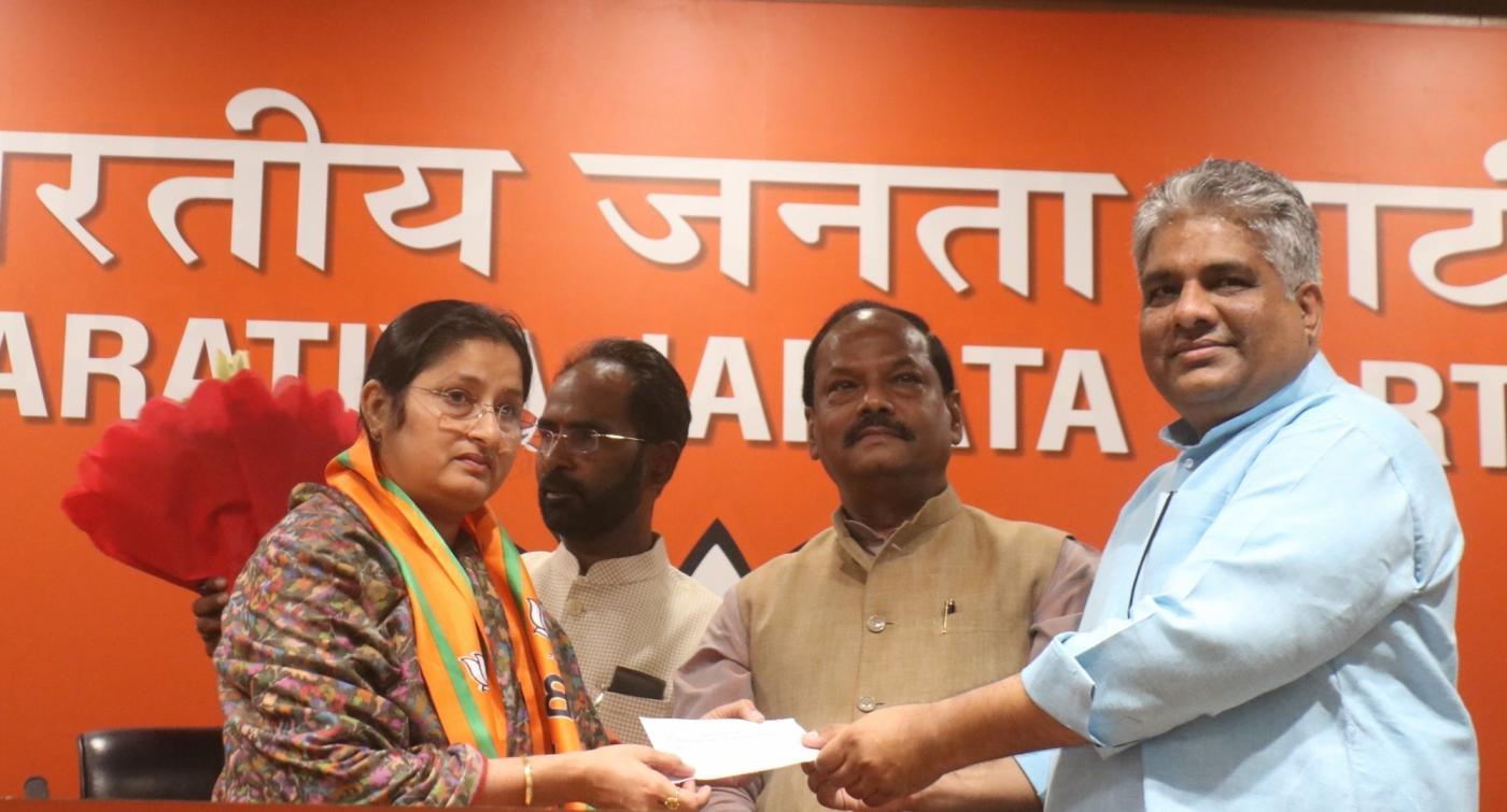 New Delhi: Jharkhand RJD President Annapurna Devi joins BJP in the presence of party leaders Raghubar Das and Bhupinder Yadav in New Delhi, on March 25, 2019. (Photo: IANS) by .