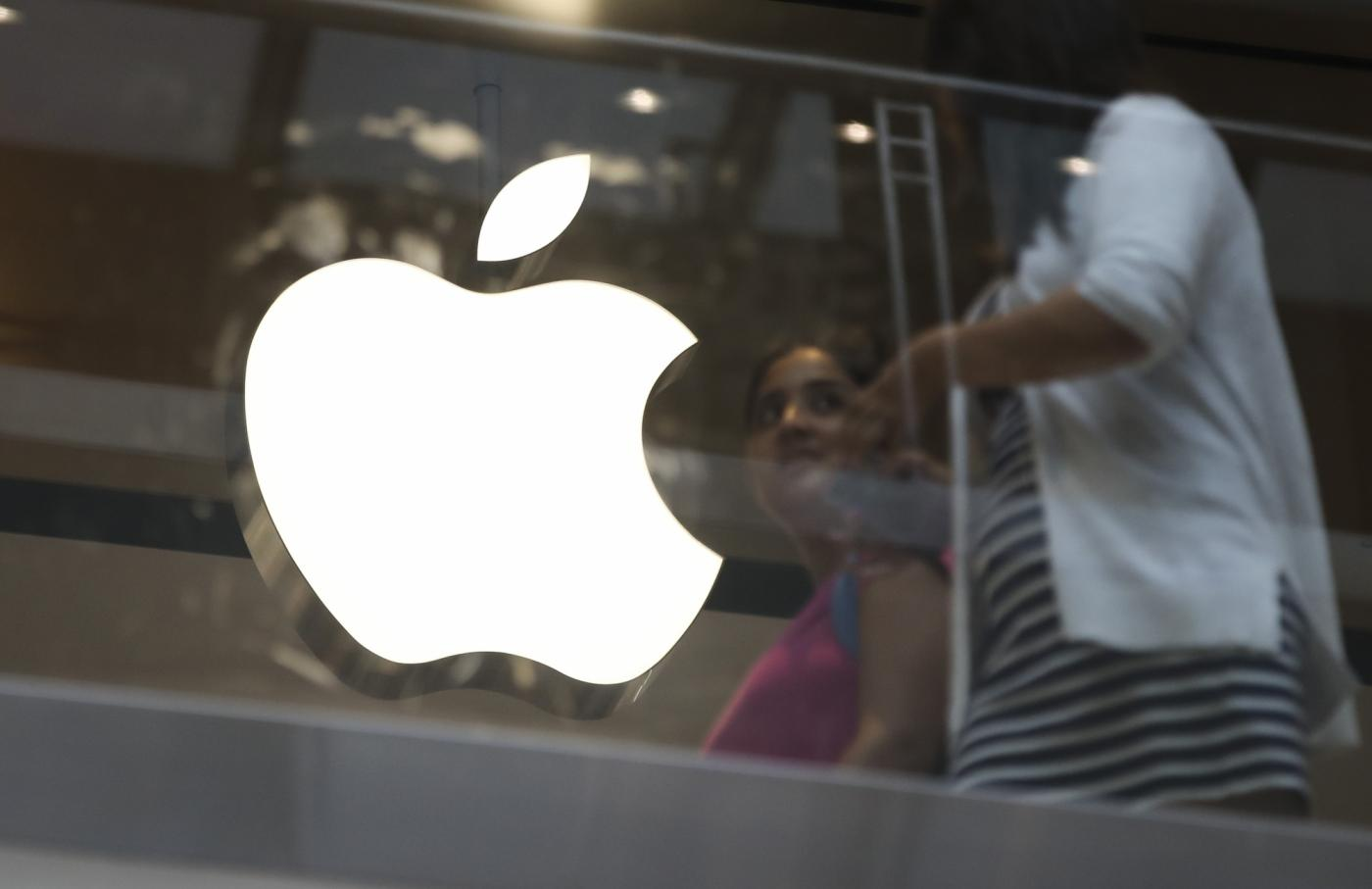 NEW YORK, Aug. 2, 2018 (Xinhua) -- People walk past an Apple store in New York, the United States, Aug. 2, 2018. U.S. tech giant Apple became the first American company that saw its market cap hit 1 trillion U.S. dollars in the U.S. history after its shares rose 2.8 percent to a session high of 207.05 dollars around midday trading on Thursday. (Xinhua/Wang Ying/IANS) by .