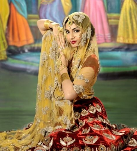 Sonam Kapoor channels her inner Madhubala in new pic. by .