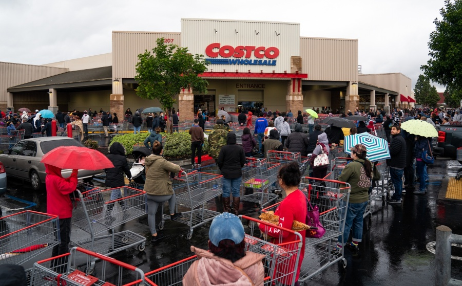 LOS ANGELES, March 15, 2020 (Xinhua) -- Local residents wait in lines outside a Costco supermarket in Los Angeles, the United States, March 14, 2020. U.S. President Donald Trump on Friday declared a national emergency to open up 50 billion U.S. dollars in federal aid to help combat the spread of COVID-19 across the country. (Photo by Qian Weizhong/Xinhua/IANS) by .