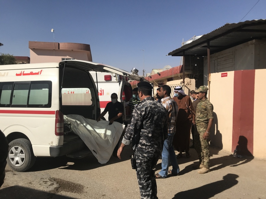 TOZ KHURMATO (IRAQ), June 27, 2018 (Xinhua) -- People transfer bodies of the kidnapped in Toz Khurmato, Iraq, on June 27, 2018. Iraqi security forces on Wednesday found eight executed bodies of people kidnapped earlier by the extremist Islamic State (IS) militants in Iraq's eastern province of Diyala, a provincial security source said. (Xinhua/IANS) by .