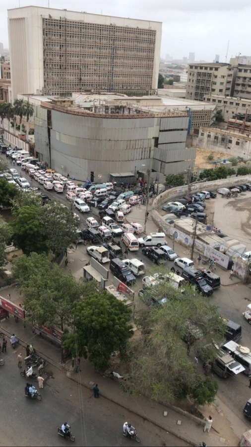 Pakistani stock exchange attacked by Gunmen. by .