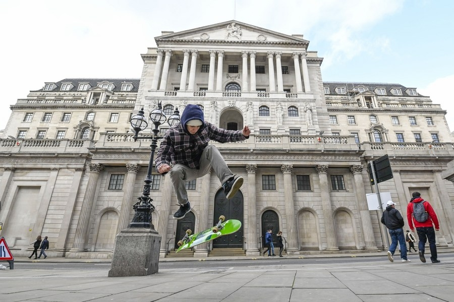 London, Feb. 1 (Xinhua) -- A skateboarder is seen in front of the Bank of England in London, Britain, on Feb. 1, 2020. (Photo by Stephen Chung/Xinhua/IANS) by .