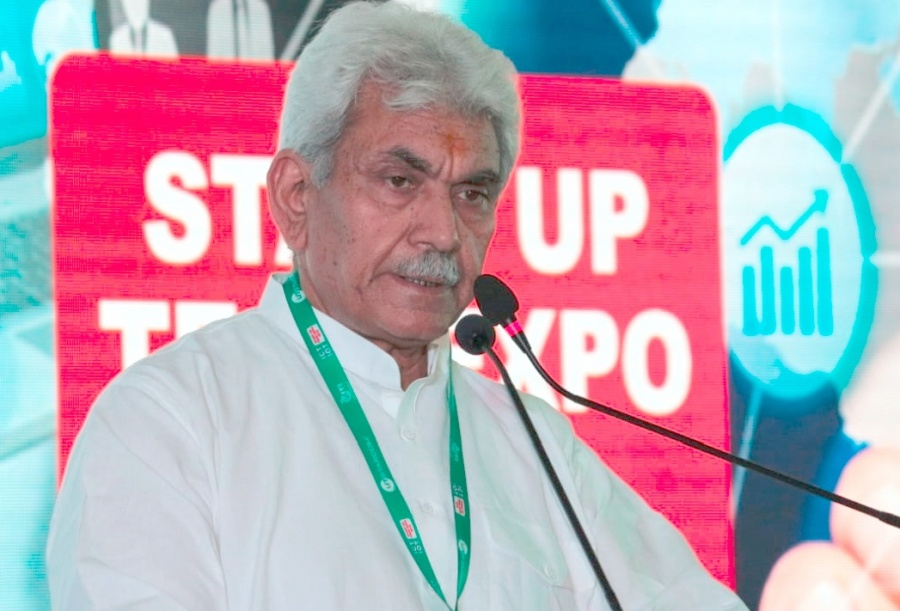 Bengaluru: Union Communication Minister Manoj Sinha addresses at the valedictory session of 'ICT & IoT Startup Tech Expo 2018' at ITI Bangalore in Bengaluru on Sept 2, 2018. (Photo: IANS) by .