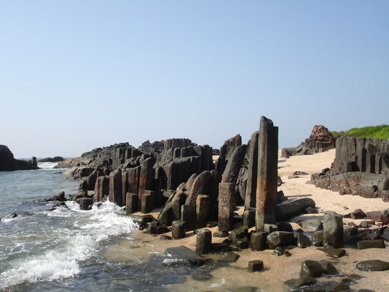 St Mary Islands, Volcanic rocks, Dacites, Near Malpe, Udupi, Karnataka. (Photo Courtesy: Ravi Mundkur) by .